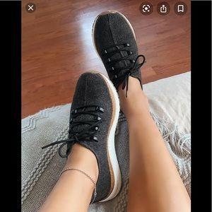 NWOT wool black sneaker
